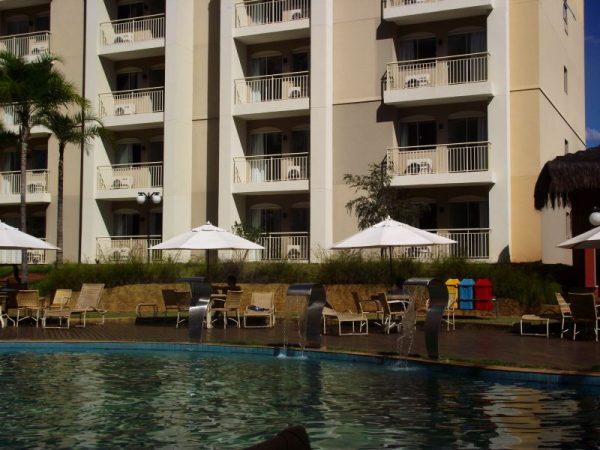 O bloco em frente as piscinas