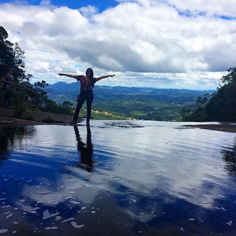 http://viajandocomsy.com.br/parque-estadual-da-pedra-azul-rota-do-lagarto/