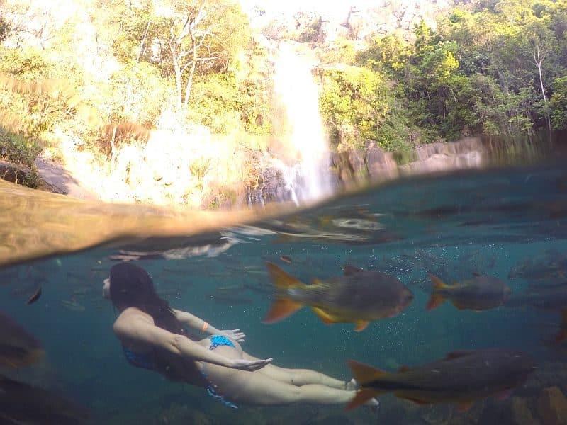 http://viajandocomsy.com.br/cachoeira-serra-azul-em-nobres/