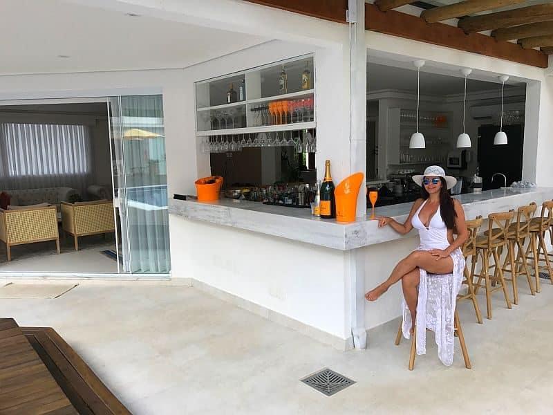 Maui bar