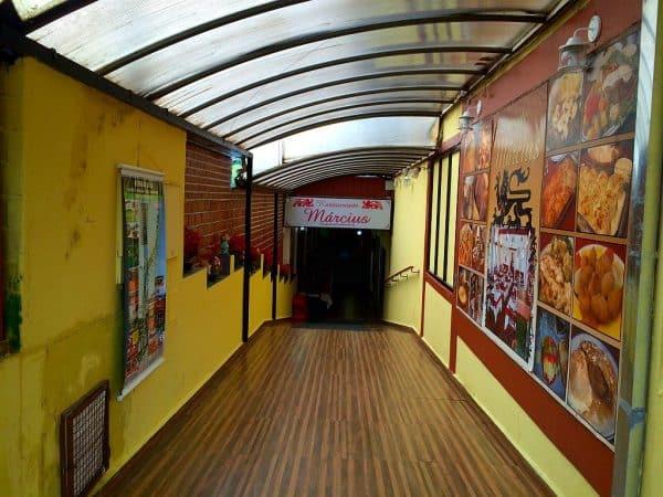 A entrada é no corredor