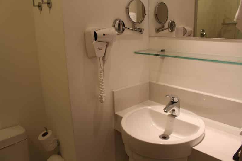 hospedagem no Rio BW Plus Copacabana Design banheiro