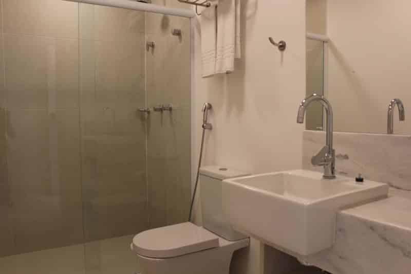 Maui Maresias Hotel banheiro suíte